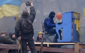 Ukrainprotestorwithpiano